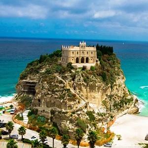 Морские курорты на островах Италии